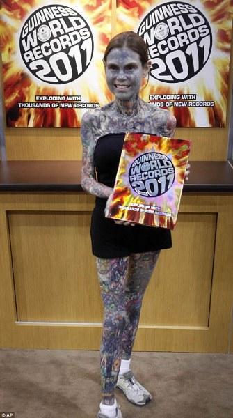 mujeres tatuadas fotos gratis