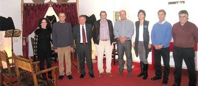 Delegación de Zugarramurdi con representantes locales logroñeses en la exposición