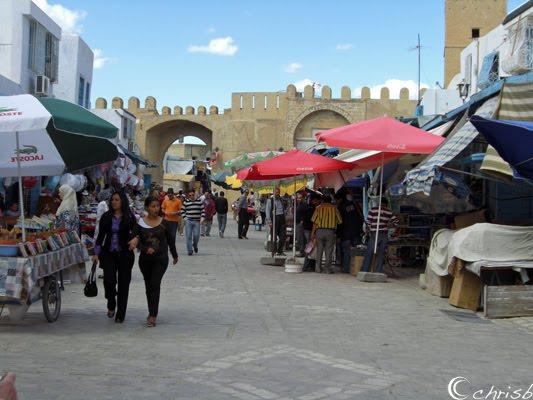 [Tunisia.medina-stalls.jpg]
