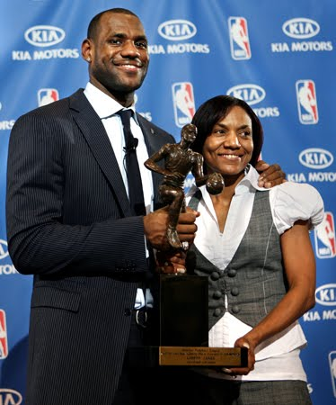 lebron james mom sleeps with teammate delonte west. Source that sleeping together