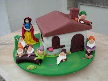 bolo da branca de neve e os sete anões