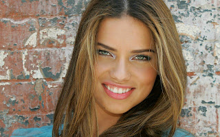Adriana Lima Smile wallpaper
