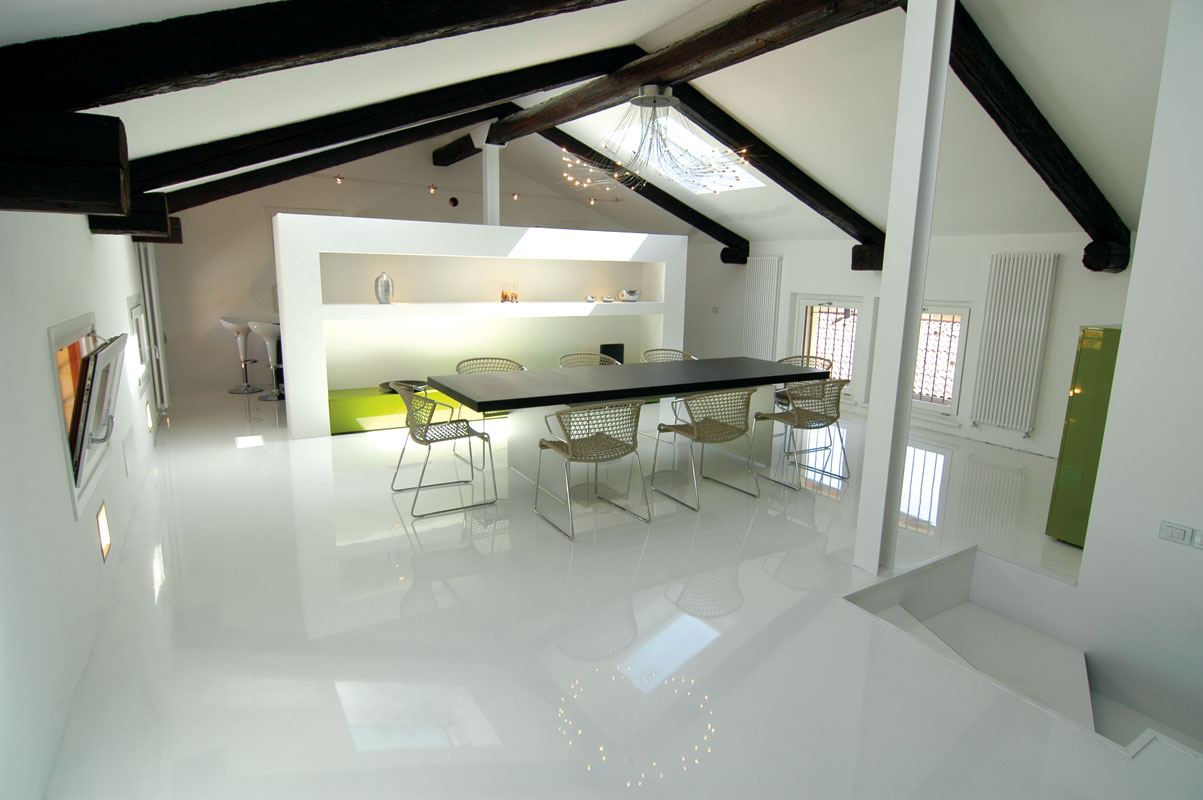 Cozinha com piso de epóxi branco #4B5A31 1203x800 Banheiro Com Porcelanato Cimento