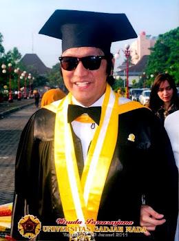 Marissa Haque & Ikang Fawzi: Kenangan Wisuda MBA dari  UGM, Yogyakarta