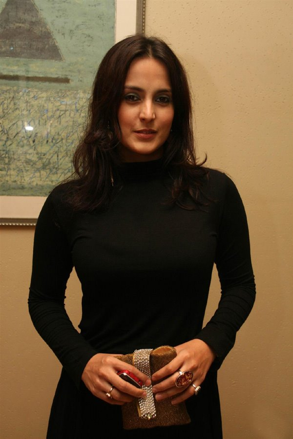 [Hot-Tulip-Joshi-Photos+(3).jpg]