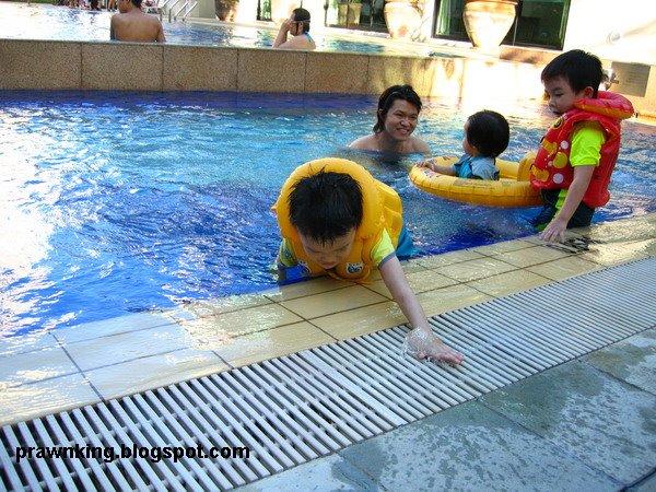 [swim07.jpg]