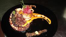 Pulpo y calamar asado con mojo de tomate y aceite de aceitunas negras