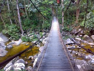 http://2.bp.blogspot.com/_YvQfJGIp4Go/SaEF9sGUjbI/AAAAAAAAAFo/TicvnzMARLY/s320/jambatan+gantung.jpg