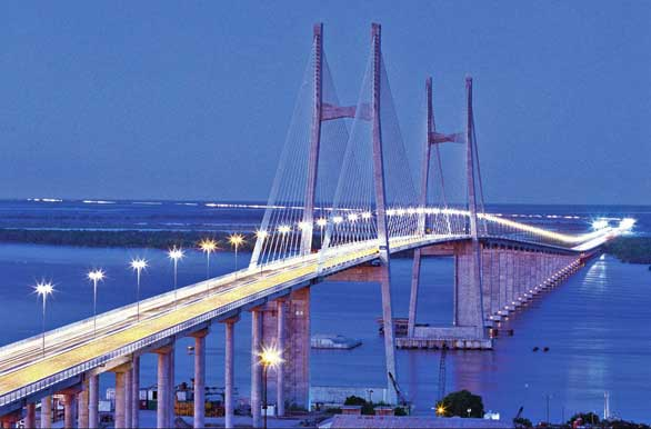 Puente en ménsula, un ejemplo tenemos al (puente rosario-victoria