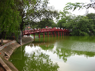 Hoan Kiem bridge