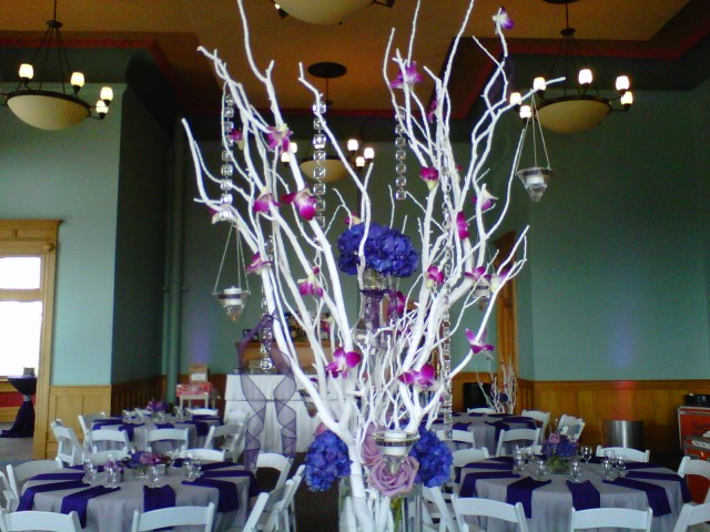 This is great for a Fall or Winter wedding Spray paint the branches gold
