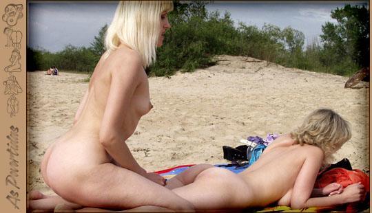 Loiras Amadoras na Praia de Nudismo