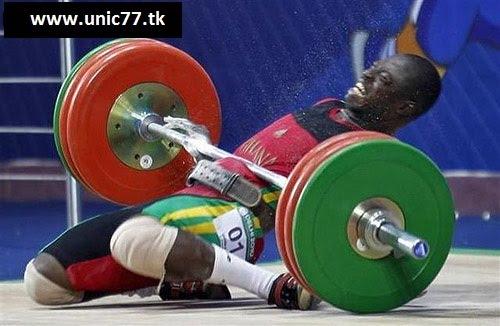 http://2.bp.blogspot.com/_YyXZ9LFygq0/TNgi5yBYLCI/AAAAAAAAC18/6gLYSmPLl70/s1600/100810-weight-lifting-fail.jpg