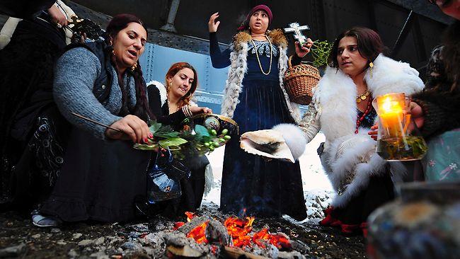 http://2.bp.blogspot.com/_Yz8UrquOEG8/TS9KEC-R-rI/AAAAAAAABUU/zPXn0NWIgSs/s1600/romania-witches.jpg