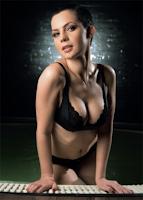 Maria Dinulescu in FHM