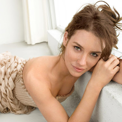 Evangeline Lilly is totally hot