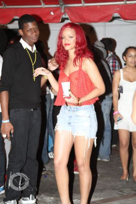 Rihanna in sanii goi
