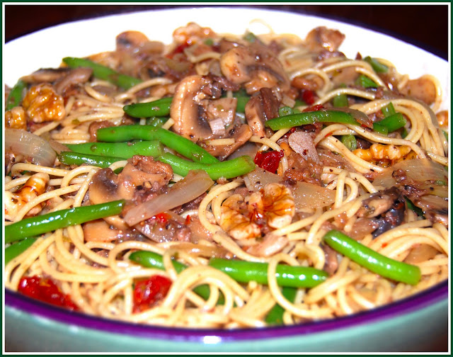 Vegan Pasta with Green Beans and Mushrooms