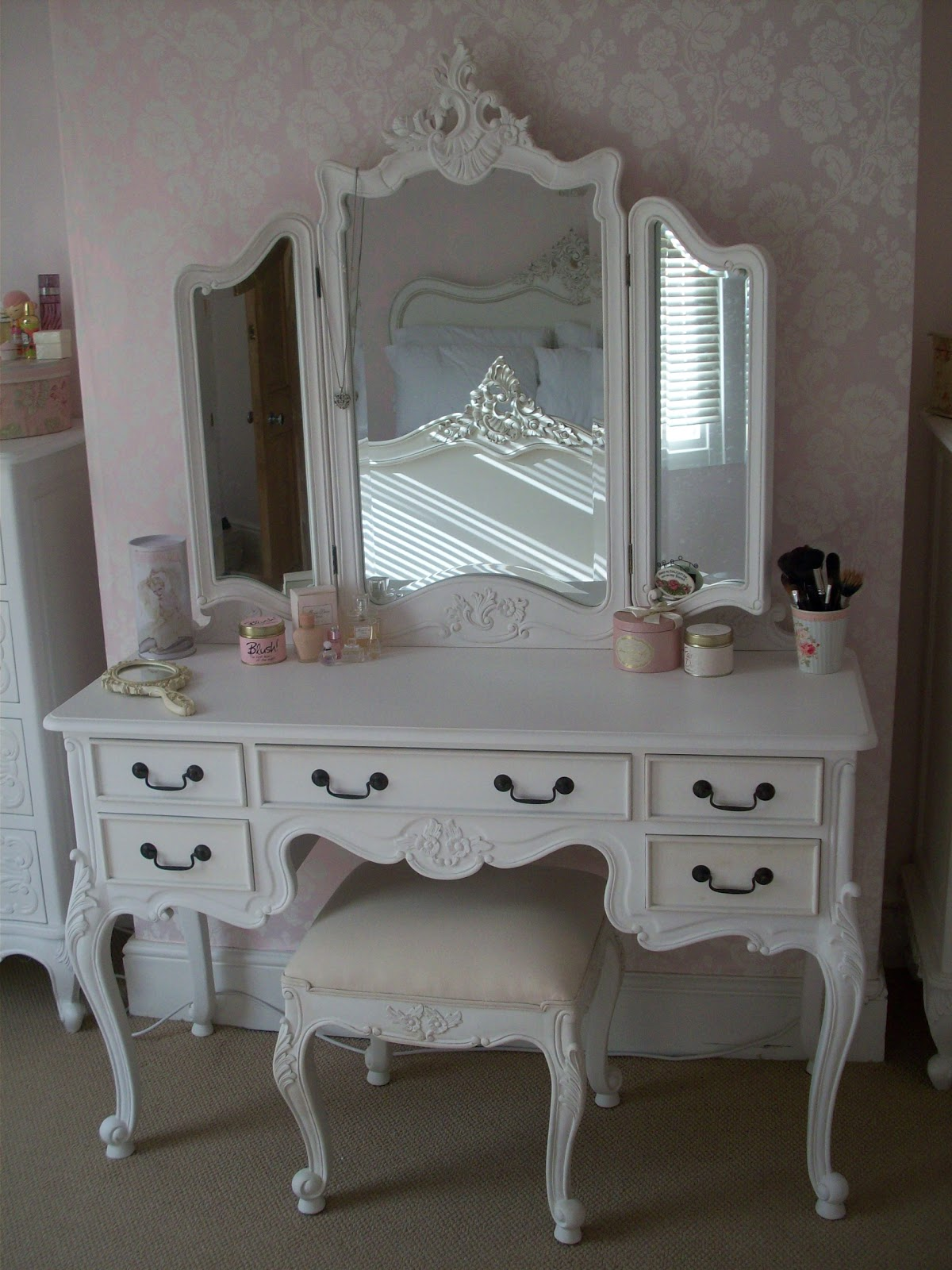 Gallery For Makeup Table