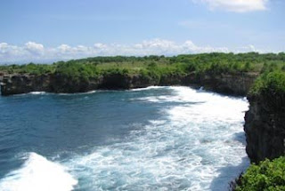The rugged cliffscape just to the north of Sunset Beach, Nusa Lembongan