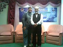Penulis bersama Sasterawan Negeri Sarawak