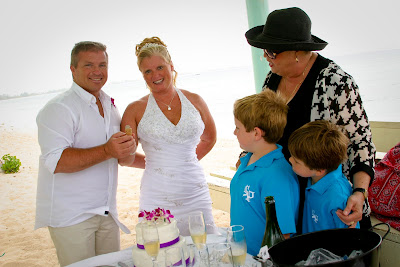 Showers didn't stop this Cayman Island Wedding - image 6