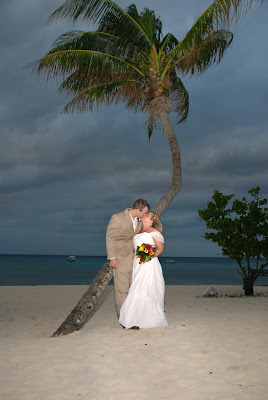 Scottsdale Couple Make the Most of a Grand Cayman Wedding! - image 5