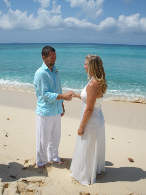 Barefoot Beach Wedding for Cruisers to Cayman - image 2