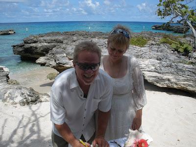 Simple Cayman Beach Wedding for Cruise Ship passengers - image 1