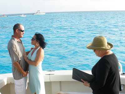 Stingray City Boat Wedding for Paloma Couple in Grand Cayman - image 2