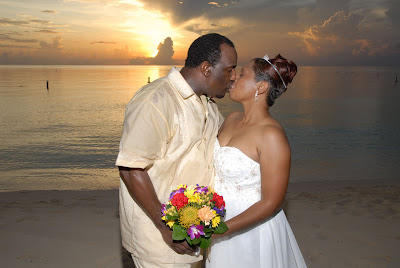 Cayman Wedding at Sunset for Memphis Visitors - image 7