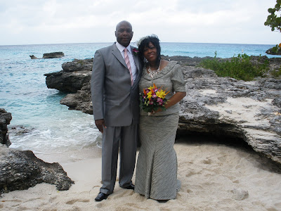 Chicago Couple Celebrates New Year Cayman Islands Wedding - image 7