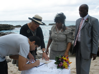 Chicago Couple Celebrates New Year Cayman Islands Wedding - image 5