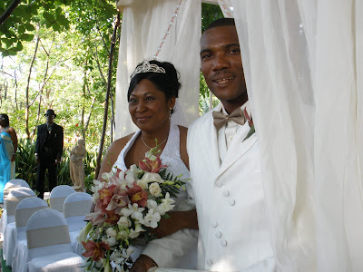 Traditional Caymanian Garden set off this Beautiful Wedding - image 7