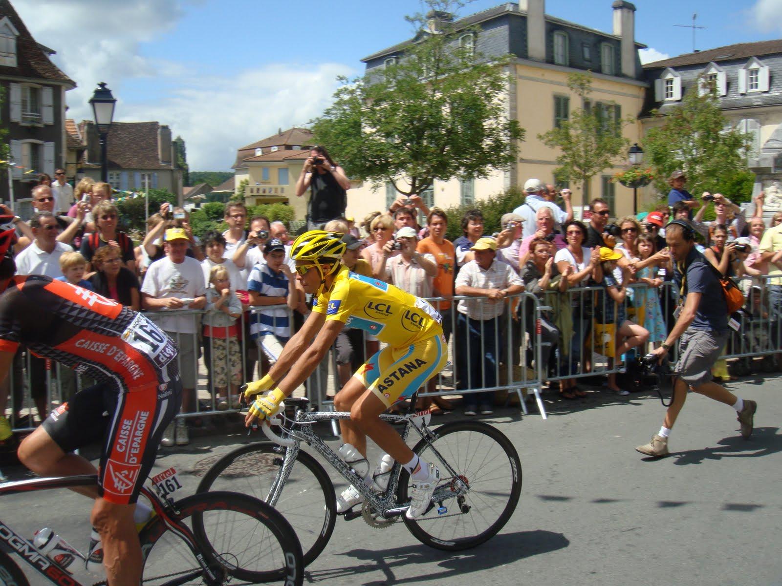 http://2.bp.blogspot.com/_Z7gIMze-sno/TEoTsR_gziI/AAAAAAAAApI/-Gz6uQn6zQo/s1600/Le+Tour+de+France+023.JPG