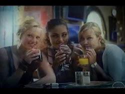 El efecto de la luna sobre las sirenas  En la 1ª y 2ª temporada cuando Cleo, Emma y Rikki se convie