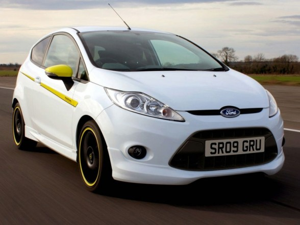 FORD FIESTA TITIANIUM IN WHITE. fORD fIESTA tITIANIUM iN wHITE