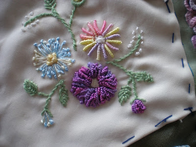 Brazilian Embroidery Tutorials http://dianesdecoratingdiary.blogspot.com/2009/10/somebody-yelled-lets-go-shopping.html