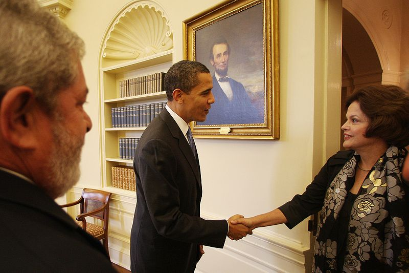 Por nova relação, Obama deve visitar Brasil em março