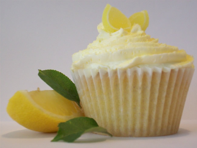 The Dryad's Diatribe: Foodie Friday – Lemon Cupcakes