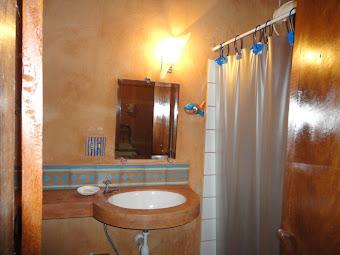 banheiro do quarto salmao