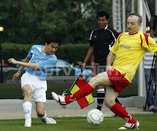 Abhisit PM's 11 vs. Los Diplomaticos