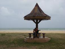 Pantai Teluk Ketapang yang mendamaikan..