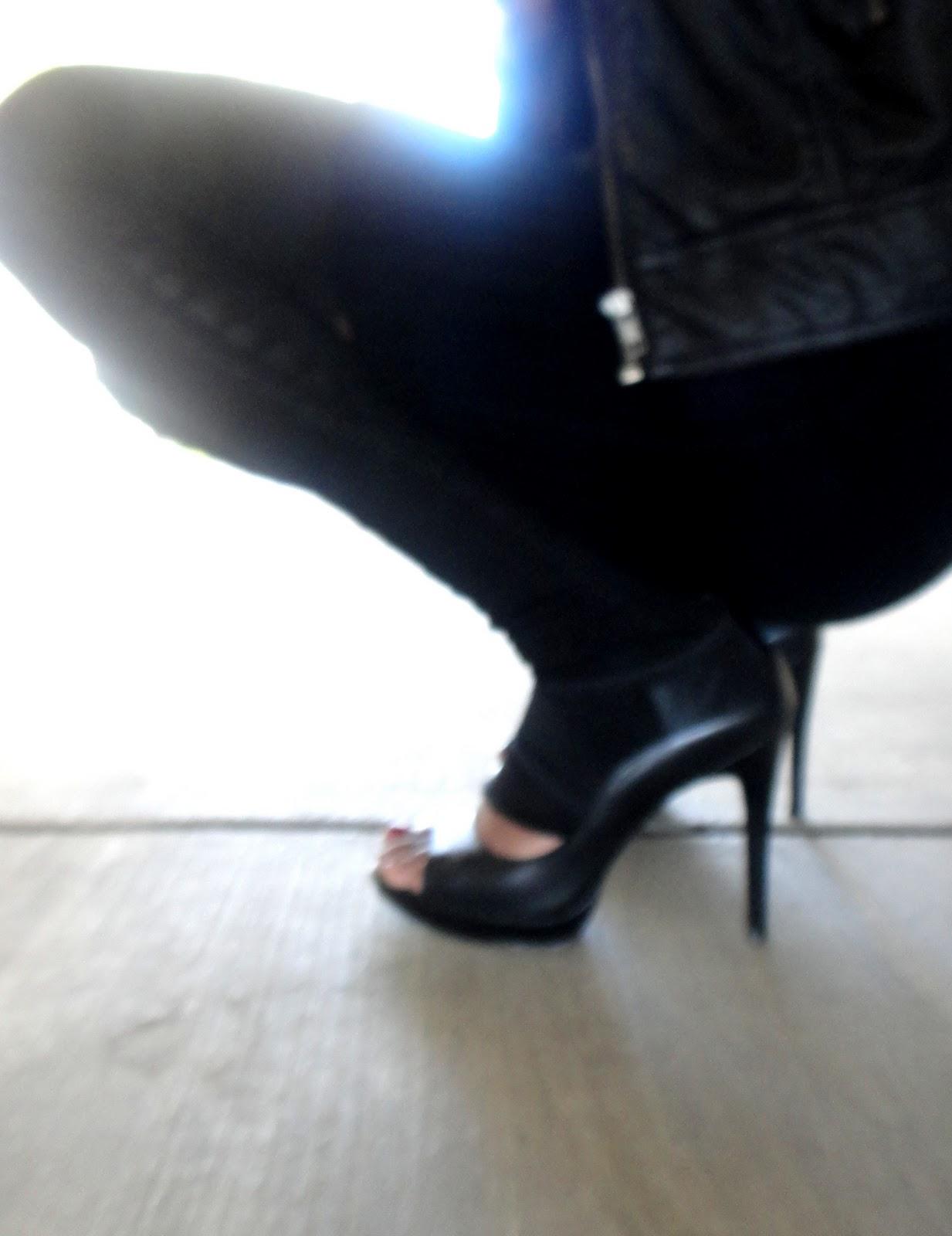 http://2.bp.blogspot.com/_ZGmwjJW2voY/TOLc-zrvy6I/AAAAAAAAAXs/rJXFTaPGMxo/s1600/JS+shoes+my+fave+003.JPG