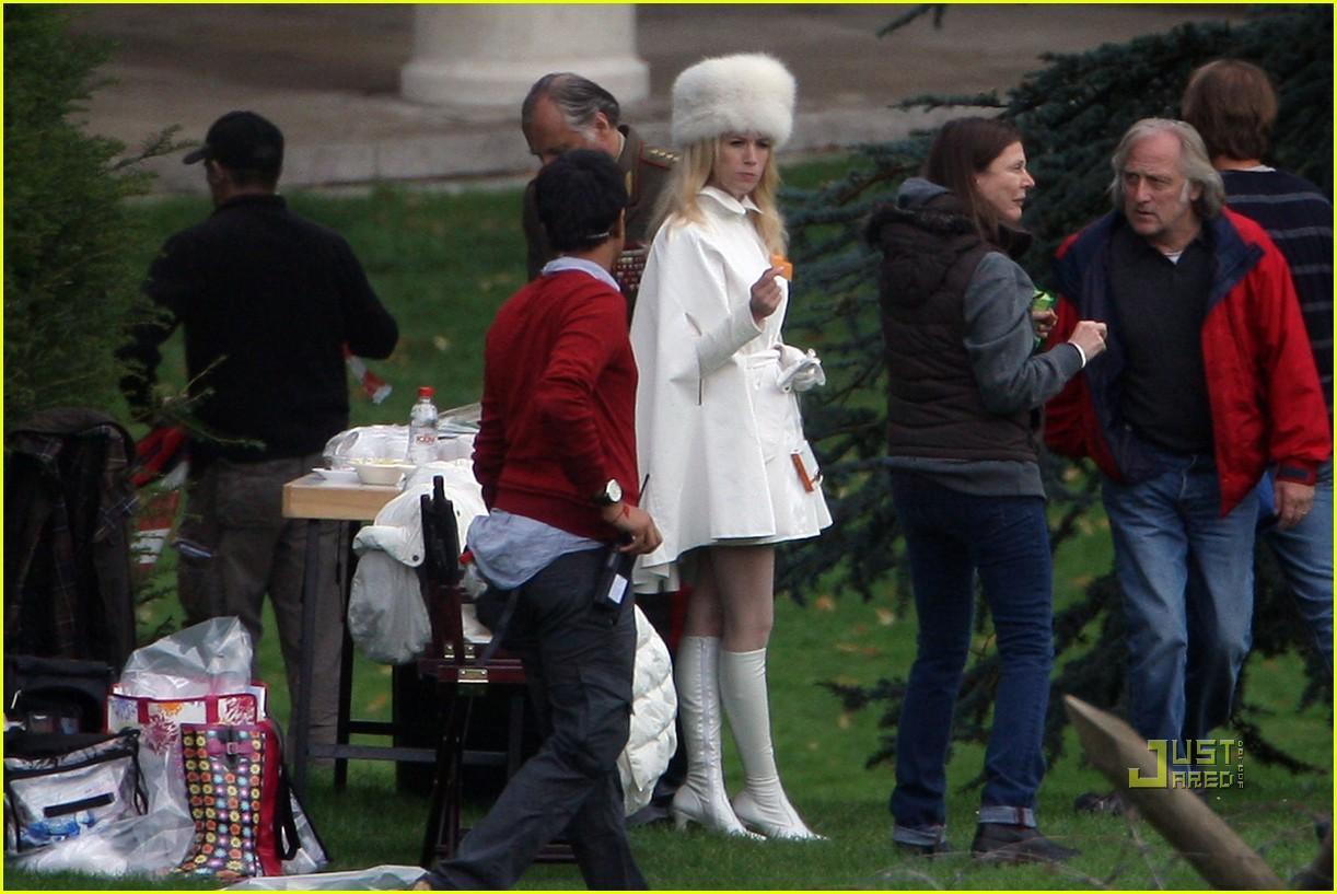 http://2.bp.blogspot.com/_ZH49orvYrMc/TIffYl6GlhI/AAAAAAAADDI/avo93iXGapc/s1600/january-jones-xmen-white-queen-buckinghamshire-04.jpg