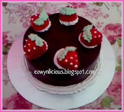 strawberry chocolate round cake ( s )