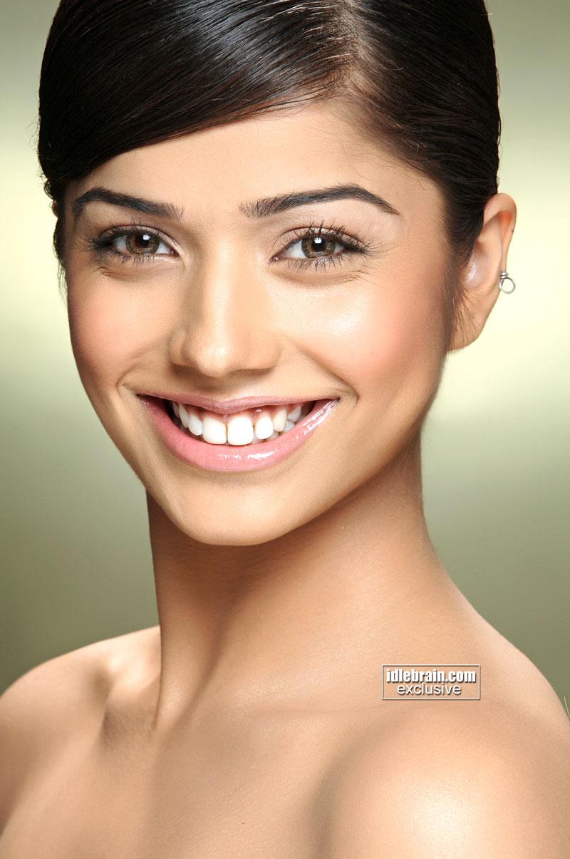 Kelly Broke Wallpapers: Aparna Bajpai Hot Photos