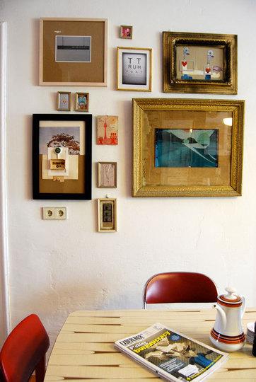 Cuadros y marcos en paredes frames on the wall warm deco - Marcos de ikea ...