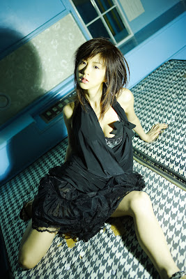 Aki Hoshino black dress