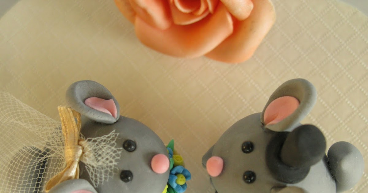 Lovely Chinchillas wedding cake toppers!